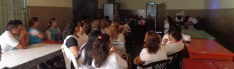Charla sobre estrategias metodológicas para abordar la diversidad lingüística y cultural en escuelas, a cargo de la Lic. Paola Pacor, en Tartagal, Salta