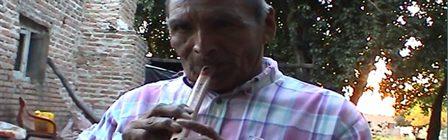 Imagen extraída de un registro audiovisual realizado por Silvia Citro sobre JN ejecutando flauta en Colonia Dolores, Santa Fe